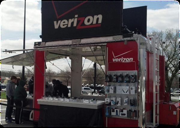 Stop by the Verizon Pop Up Shop